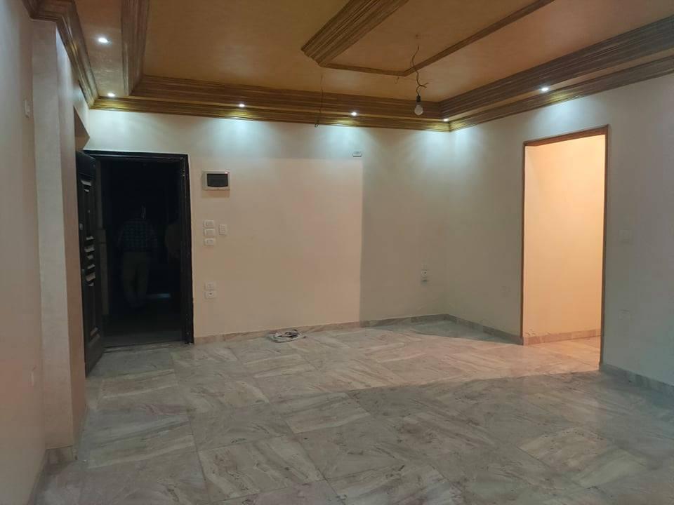 شقة إدارية للبيع بمساحة 107 متر تشطيب سوبر لوكس شطيب سوبر لوكس بعمارة إدارية بالقرب من بنك مصر ومدرسة الثانوية بنات و المطافى من شركة الوسيط العقارية بشبين الكوم