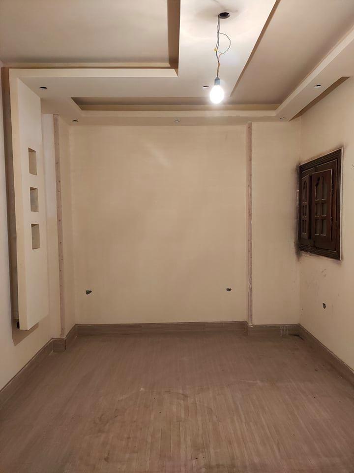 شقة للبيع 130 متر سوبر لوكس واقفة على الفنش الاخير بعمارة جديدة بالقرب من المدرسة الإعدادي و مسجد بدر بكفر المصيلحة من شركة الوسيط العقارية بشبين الكوم